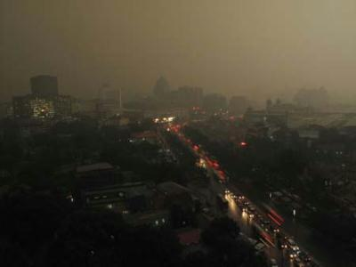 Vehicle lights and illumination of buildings were turned on as a heavy thunder storm hits Beijing Tuesday morning, causing darkness in the city during the daytime.(Photo Source: CRIENGLISH.com)