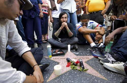 "Fans have flocked to Michael Jackson's star on the walk of fame to remember the ""King of Pop""."
