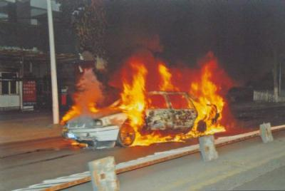 File photo released by the government of Urumqi City in a press conference in Urumqi, capital of northwest China's Xinjiang Uygur Autonomous Region, shows a burnt car in the riot happened on July 5, 2009.(Xinhua)