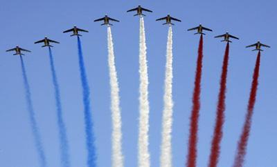 France'snationalcolourstrailovertheChampsElyseesavenueonBastilleDayinParis,July14,2009.[Agencies]