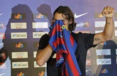 hot sale online 594b2 22bb4 Ibrahimovic sings five-year deal with Barca CCTV-International