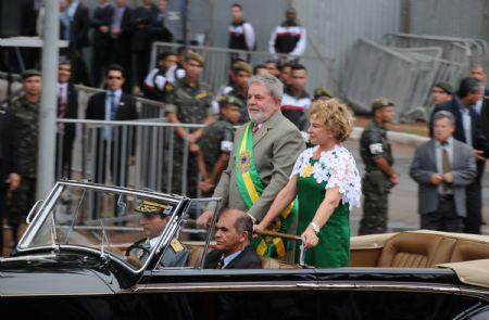 Brazil'sPresidentLuizInacioLuladaSilvaandhiswifeMarisaLeticiatakepartinthecelebrationmarkingthe187thanniversaryofIndependenceDayofBrazil,inBrasilia,Brazil,September7,2009.Some35,000peopleparticipatedintheeventMonday.(Xinhua/ChenWeihua)