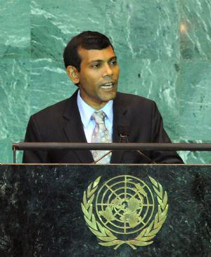 Maldives President Mohamed Nasheed addresses the United Nations Climate Change Summit at the UN headquarters in New York Sept. 22, 2009.(Xinhua/Shen Hong)