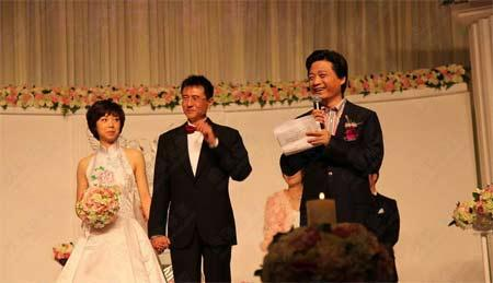 China's Olympic and world champion table tennis star Zhang Yining married on Sunday.