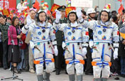 China holds see-off ceremony for Shenzhou-7 taikonauts